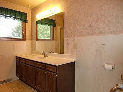 Pink green bathroom