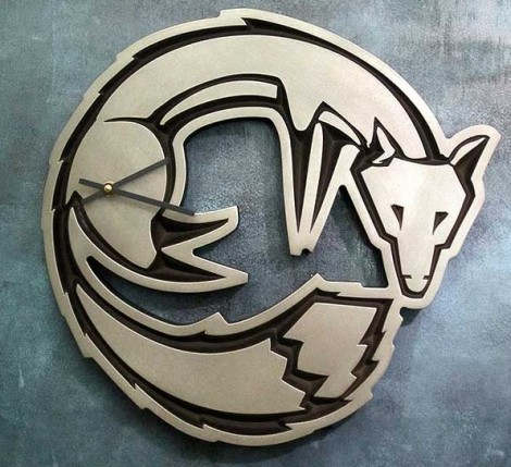 Fox shaped wall clock in silver-nickel finish